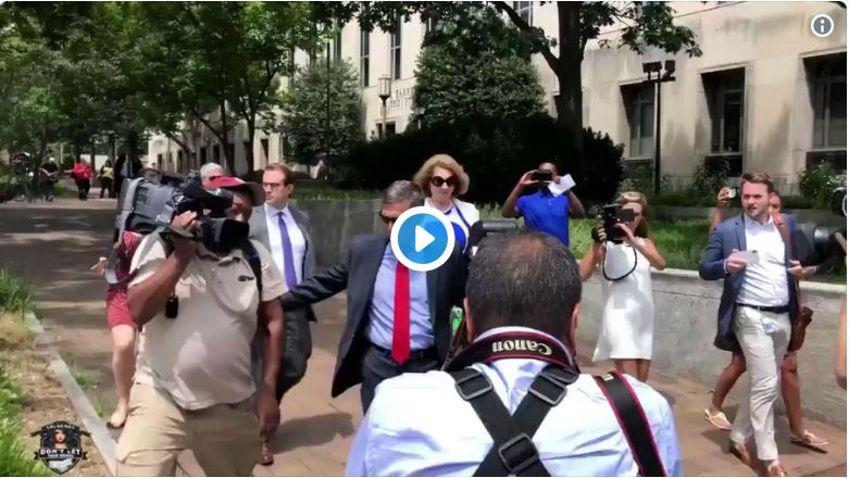 Check this out… General Flynn looks confident heading into courthouse with Sidney Powell…
